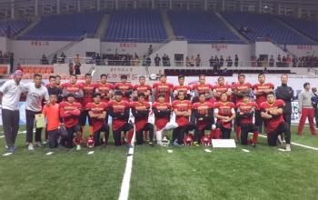 我系橄榄球代表队夺得2015全国美式室内橄榄球联赛(cafl)亚军图片
