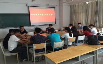 赵孝彬为2016届毕业生党员讲党课