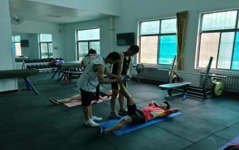 拉伸教学实践课(学生技能展示)---运动一系2013级学生辛本科