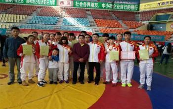 我校学生全国中国式摔跤冠军赛成绩优异