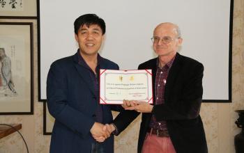 我院聘请澳大利亚维多利亚大学William Hopkins教授为客座教授
