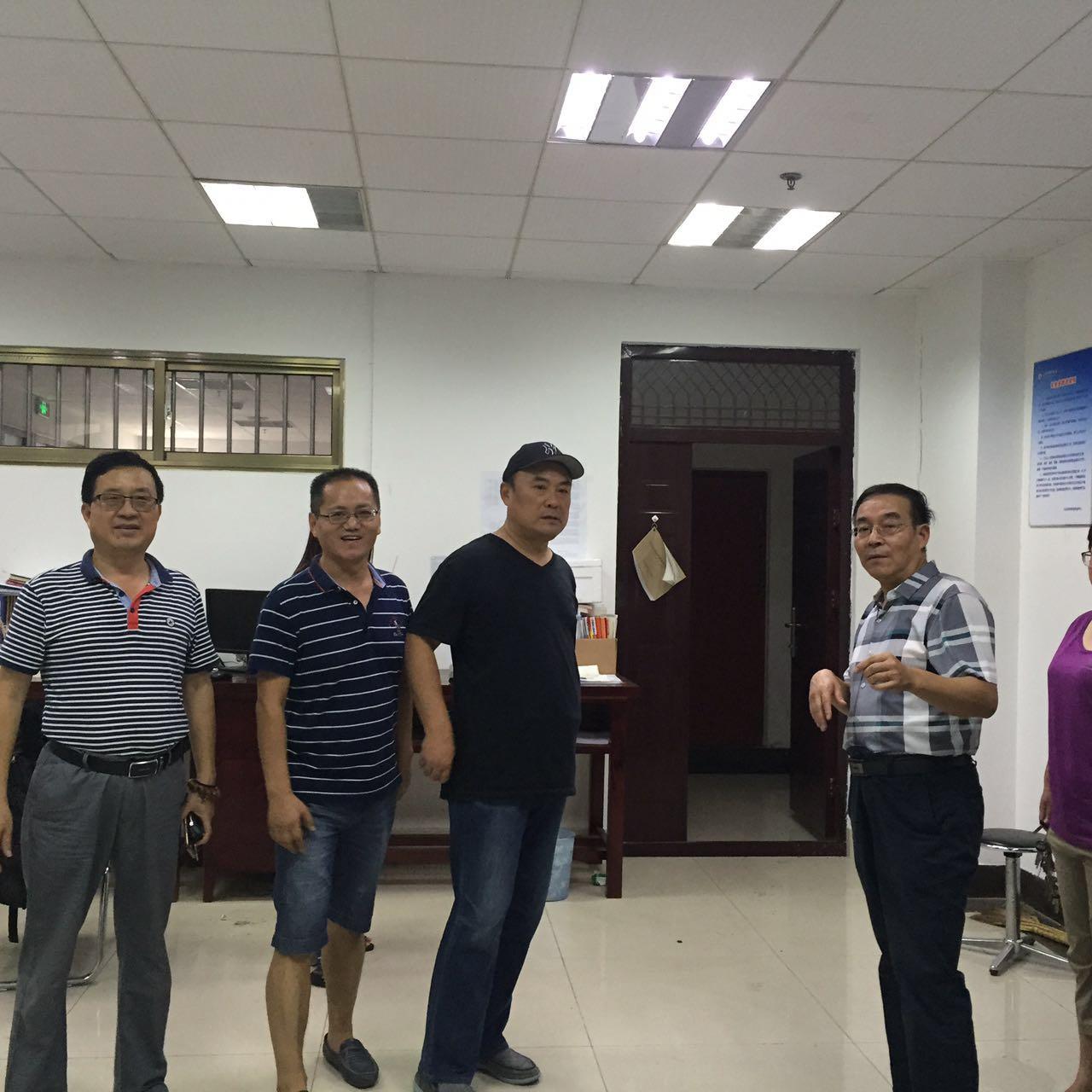 校领导任运河检查指导场馆、教室、实验室工作