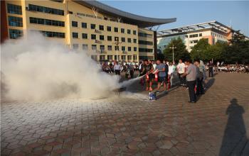 日照校区为2017级新生举办安全教育及消防知识讲座