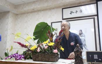 学校孔子学堂讲授中国插花艺术