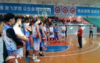 宫鲁鸣为国家篮球学院学生授课