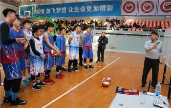 宫鲁鸣为国家篮球学院师生授课
