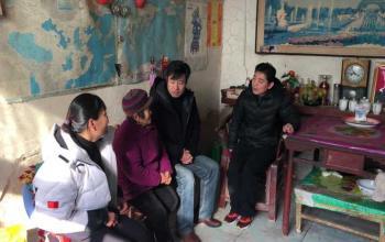 我院领导走访贫困学子家庭
