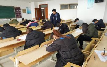 学校领导检查指导2017-2018学年第一学期期末考试工作