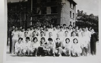 我们是山体人:1980级专科班毕业合影