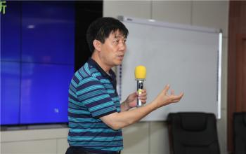 校长毛德伟为全国青少年校园足球培训班作报告