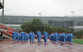 山东体育学院校本部2018级新生军训汇报暨开学典礼隆重举行